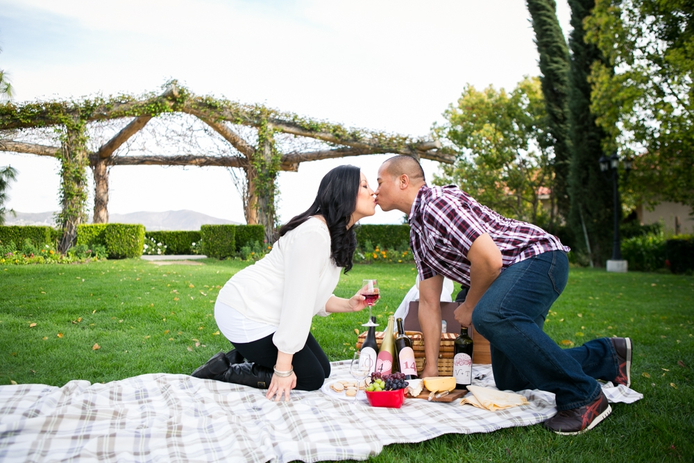 Southcoast-Winery-Engagement-Photography-02