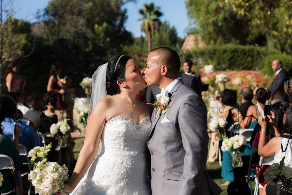 Bella-Gardens-Estate-Wedding-Photography-32